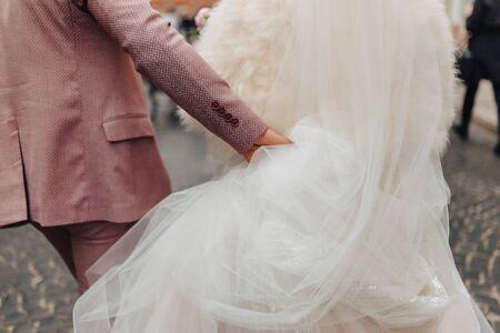 The brides are walking together, a festive wedding day walk 版權商用圖片