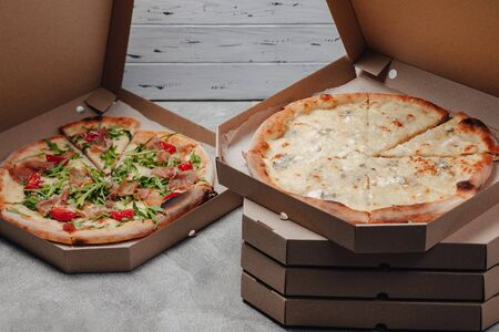 delicious pizza in packs, concept of food delivery Imagens