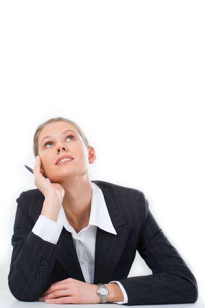 mujer pensativa: Retrato de mujer pensativo mirando hacia arriba sobre un fondo blanco  Foto de archivo