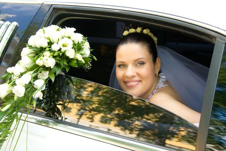 Portrait of happy bride in car window with luxuus rose bouquet in hand Stock Photo - 3159462
