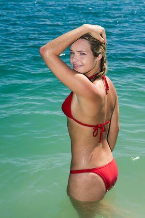 bikini bottom: Retrato de joven hermosa mujer de pie en el agua y mirando la c�mara