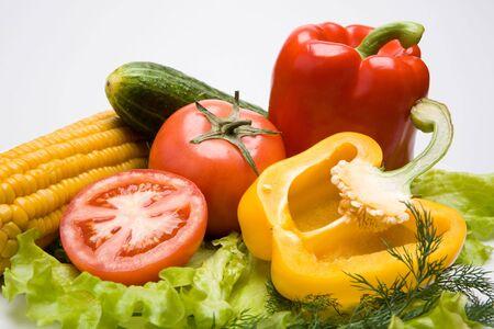 potherbs: Foto de diferentes verduras sobre un fondo blanco