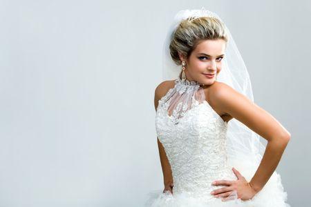 beiseite: Portr�t der jungen Frauen in der Ehe halten ihre H�nde �ber die Taille und auf Kamera beiseite