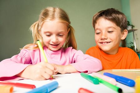 next to each other: Image of classmates sitting next to each other during drawing lesson