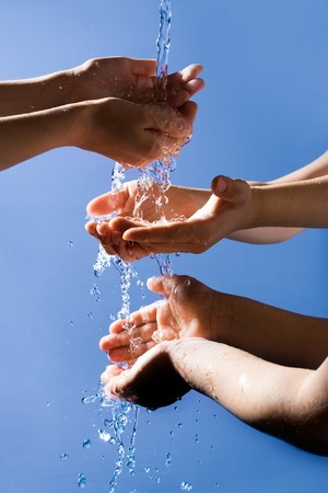 eau: Close-up of six human hands enjoying pure water with open palms on grey background Stock Photo