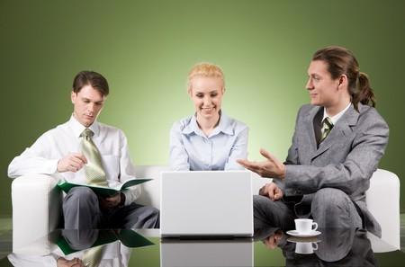businesspartners: Retrato de la comunicaci�n en businesspartners reuni�n con su colega de la sesi�n por cerca de