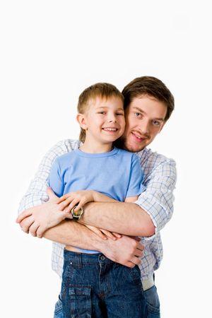 Retrato del padre abrazando a su hijo con sonrisa feliz Foto de archivo - 4920761