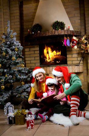 camino natale: Ritratto di famiglia lettura libro da camino sera di Natale