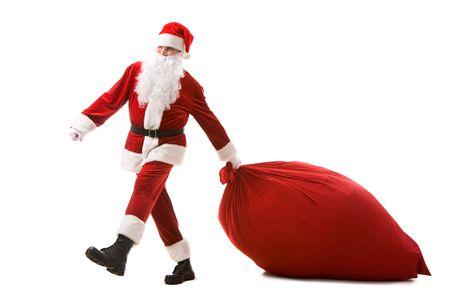 Portret van de Kerst man die zware zak met presenteert