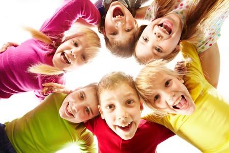 若さと楽しさを表す幸せな子供のイメージ 写真素材