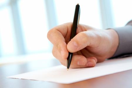 reporte: Close-up de mano masculina con l�piz haciendo notas durante la Conferencia  Foto de archivo