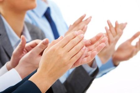 Foto di business partner mani applaudire alla riunione