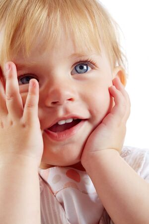 beiseite: Portrait of happy small Girl looking beiseite
