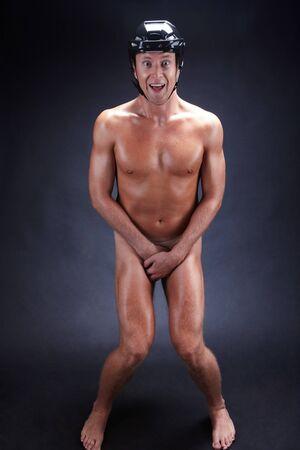 uomo nudo: Immagine di uomo nudo nel casco hockey su sfondo nero