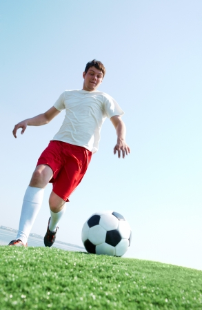 kick ball: Portrait of a soccer player going to kick ball on football field
