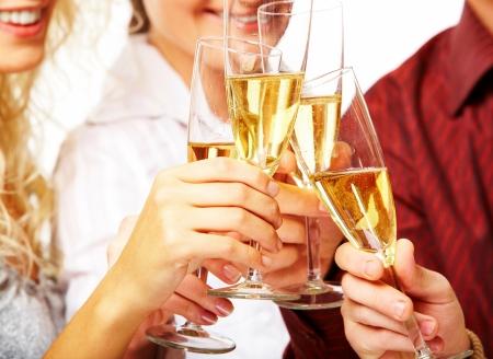brindisi champagne: Foto di bicchieri di champagne durante i brindisi a party  Archivio Fotografico