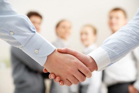 respeto: Imagen del apret�n de manos de negocios despu�s de hacer el acuerdo  Foto de archivo