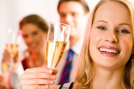rozradostněný: Portrait of young beautiful woman holding the glass of champagne