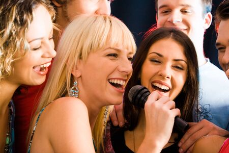 sing: Portrait of three young attractive women singing together  Stock Photo