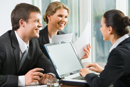 sales meeting: Business people tell conditions of the new agreement to their partner on job Stock Photo