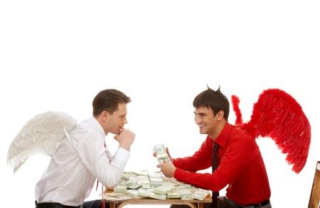 diavoli: Metafora di affari: demone offrendo Angelo bianco per concludere un affare