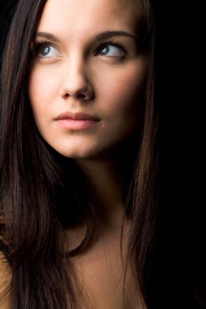 beiseite: Bild der jungen weiblichen mit dunklem Haar beiseite suchen