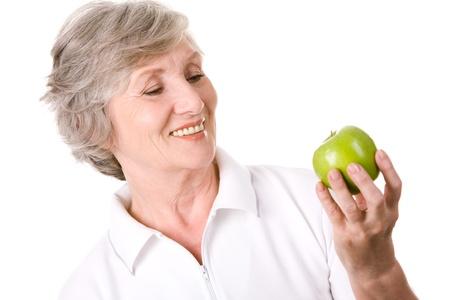old dame: Ritratto di et� femmina con mela verde pronto a mangiare Archivio Fotografico
