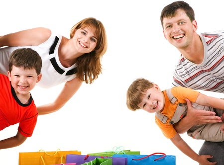 ni�os de compras: Imagen de miembros de la familia alegres pie mirando a la c�mara con expresi�n feliz Foto de archivo