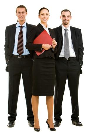 Retrato de gente de negocios inteligentes de pie al lado del otro y mirando la cámara  Foto de archivo