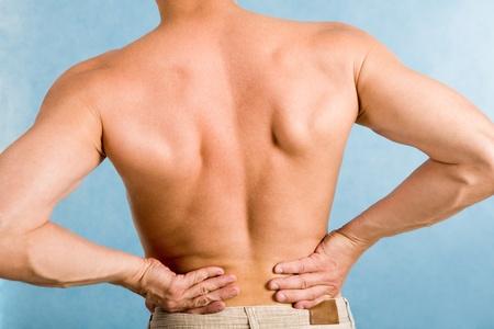 male arm: Primer plano de espalda masculino sobre fondo azul