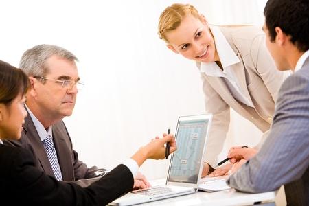gente comunicandose: Imagen de las personas de negocios, comunicando a una reuni�n de trabajo