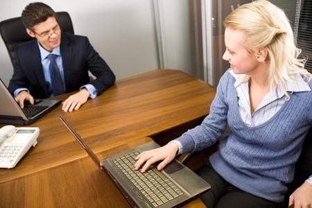 Imagen de Secretario y jefe de comunicaci�n en la Oficina en el trabajo Foto de archivo - 9106297