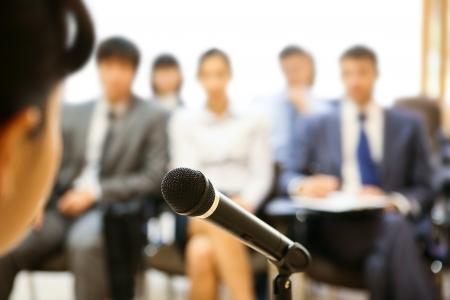 orador: Imagen de micr�fono utilizado por altavoces durante Conferencia en Conferencia