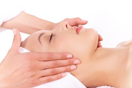 facial massage: Visage de calme femelle au cours de la proc�dure de massage facial