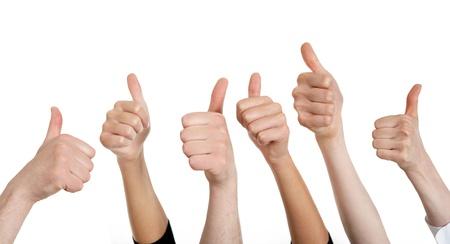 thumbs up group: Linea di gruppo di pugni umani rinunciare pollice