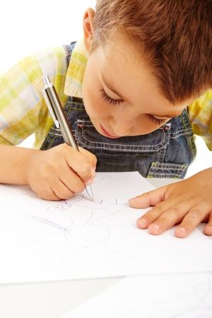 niños dibujando: Retrato de un niño pequeño dibujo aislado en blanco