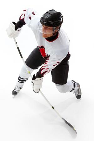hokej na lodzie: Portret zdrowych sportowiec odtwarzanie hokeja na lodzie