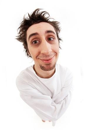 insanity: Tiro de ojo del hombre demente en camisa sonriendo en aislamiento de pescado