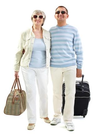 Retrato de la feliz pareja senior voy de viaje