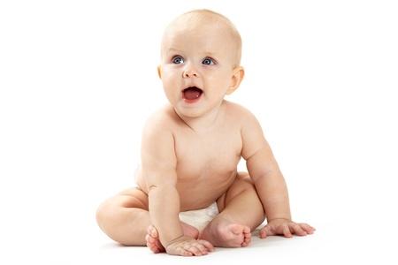 beiseite: Fr�hlichkeit Baby sitzen und beiseite Blick auf wei�em Hintergrund