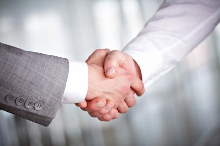 saludo de manos: Imagen de protocolo de enlace de asociados de negocios