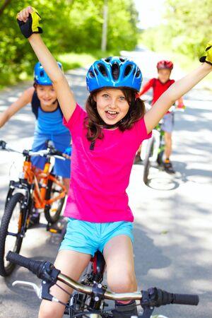 the offspring: Un ciclista poco disfrutando de su victoria