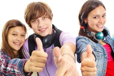 adolescentes chicas: Lindos adolescentes con auriculares mostrando pulgares y sonriendo a la c�mara Foto de archivo