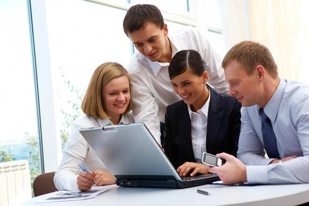 Foto de socios de confianza de planificación de trabajo en la reunión en la oficina