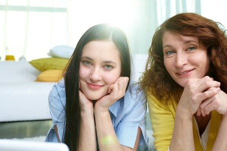 teenage: Vertical shot of mother and daughter spending time together indoors Stock Photo
