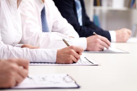 cuadro sinoptico: La gente de negocios que participan en un seminario y tomar notas