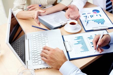 Overzicht van business team bespreken van de resultaten van de strategische beweging