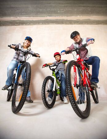 mountainbike: Portrait of happy boy and his parents on bicycles looking at camera