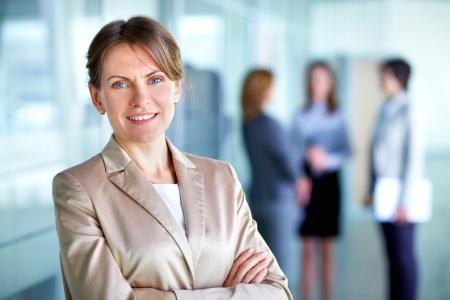 jornada de trabajo: Retrato de una mujer de negocios en un buen día de trabajo