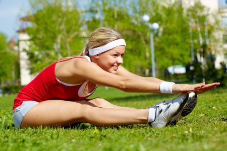 activewear: Portrait of a young woman doing physical exercise in natural environment Stock Photo